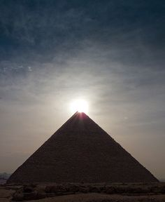 Pyramiden, Kairo, Ägypten – Brad Pouliot – Join the world of pin Illuminati, Kairo, Ancient Egypt, Ancient Aliens, Wonders Of The World, Places To See, Egyptian, Beautiful Places, Beautiful Sunset