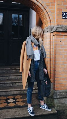 Grey scarf, skinny jeans, print Tee, camel knee-length coat, Vans sneakers and Fjällräven bag. Casual weekend look