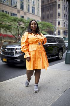 10 Street Style Looks Spotted at CurvyCon Yellow Tights, Fall Transition Outfits, Neon Dresses, Fashion Lookbook, Fashion Trends, Under Pants, Street Style Looks, Printed Skirts, Autumn Summer