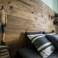 Oryginalna deska ozdobą każdego łóżka  #regaliapm #staredrewno #drewno #pomyslnawnetrze #pomyslnasciane #oldwood #wooden  www.regalia.eu