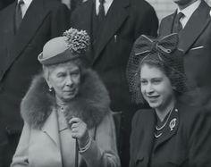 Queen Mary and Princess Elizabeth (Queen Elizabeth II) visiting Battersea, London, 1946 Princess Elizabeth, Princess Margaret, Queen Elizabeth Ii, Familia Windsor, Princess Haya, Royal Uk, Queen Mary, Royal Queen, Duchess Of York