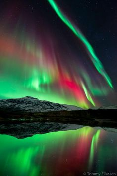 The Aurora Borealis, over Hogtuva Mountain in Norway.someday I'd like to visit here, or wherever I can see Aurora Borealis Beautiful Sky, Beautiful World, Beautiful Places, Amazing Places, All Nature, Science And Nature, Amazing Nature, Ciel Nocturne, Concours Photo