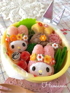 Sanrio themed cupcake onigiri by Ryoko ( Bento Box Lunch For Kids, Cute Bento Boxes, Bento Recipes, Baby Food Recipes, Recipies, Japanese Snacks, Japanese Food, Kawaii Cooking, Kawaii Bento