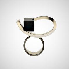 TITANIO GRADO 2 CON ONYX. SERIE ARCOS 2. 3.6 x 3.7 x 1.0cm  Rings. Swinging Arches II Titanium grade 2, onyx