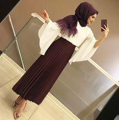 Muslim Fashion 449867450279721364 - Skirt outfits hijab abayas New ideas Source by shaakirahcharle Modern Hijab Fashion, Abaya Fashion, Muslim Fashion, Fashion Outfits, Modest Fashion, Fashion Jobs, Hijab Elegante, Hijab Chic, Hijab Style Dress