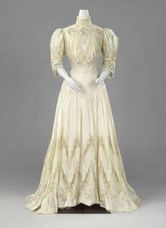 1906, France - Dress by Templier et Rondeau - Silk taffeta, Valenciennes lace, silver thread embroidery