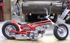 Lowered, hardtail gooseneck Honda Super Cub