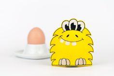 Dieser lustige Monster-Eierwärmer bringt Farbe auf den Frühstückstisch!  **Herstellungsart** Der Eierwärmer wurde von mir in liebevoller Handarbeit entworfen und gestickt.  **Verwendete...