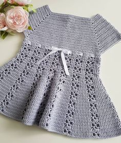 No photo description available. Crochet Baby Clothes, Baby Dress, Knitting Patterns, Knit Crochet, Short Sleeve Dresses, Rompers, Pullover, Elsa, Instagram