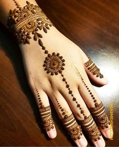 Mehndi henna designs are always searchable by Pakistani women and girls. Women girls and also kids apply henna on their hands feet and also on neck to look more gorgeous and traditional. Henna Hand Designs, Mehndi Designs Finger, Henna Tattoo Designs Simple, Mehndi Designs For Beginners, Mehndi Designs For Girls, Mehndi Design Photos, Mehndi Simple, Basic Mehndi Designs, Mehndi Designs For Fingers