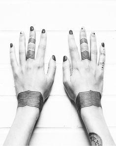 Bracelet Tattoo Artist: EQUILATTERA  Private Tattoo Studio