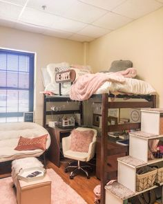 Dorm inspiration | college dorm decoration ideas | how to make your university dorm cute College Bedroom Decor, Cool Dorm Rooms, Room Ideas Bedroom, Small Room Bedroom, College Dorm Rooms, College Dorm Decorations, Dorm Rooms Girls, College Life, Girl College Dorms