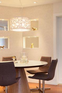 Sala decorada pequena personaliza o ambiente.