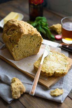 Быстрый хлеб на пиве с базиликом Мука - 480 гр. Сахар - 2 ст.л. Разрыхлитель - 15 гр. Базилик - 50 гр. Пиво - 330 мл.