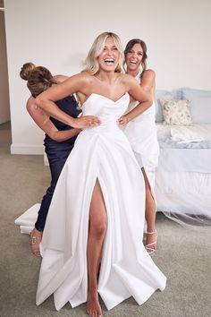 Backless Lace Wedding Dress, Gorgeous Wedding Dress, Dream Wedding Dresses, Bridal Dresses, Wedding Pics, Wedding Trends, Wedding Shit, Wedding Ideas, Top Wedding Photographers