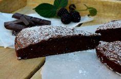 Svéd csokitorta - egyszerű és finom | Álom.Íz.Világ. Food Art, Food And Drink, Sweets, Desserts, Recipes, Kitchen, Sweet Pastries, Tailgate Desserts, Cuisine