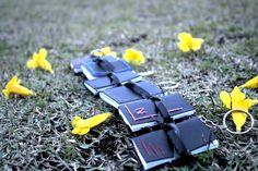 Mini cadernos  #feliceestudio #encadernação #minicaderno #chaveiro #bookbinding