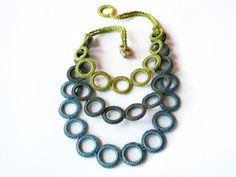 Babero de ganchillo collar de fibra / algodón azul collar cal verde oliva / joyería textil declaración / Fall fashion / collar de arte fibra