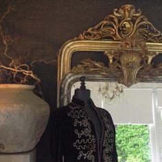 """Inge van Amerongen on Instagram: """"Antique mirrors#stijlvolwonen#interiors#kuifspiegels#antique#french#wonenlandelijkestijl#myhome#mypic"""" Sconces, Wall Lights, Lighting, Painting, Instagram, Home Decor, Art, Art Background, Chandeliers"""