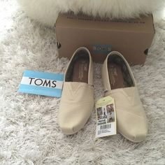 NWT toms classic canvas shoe size 7 & 7.5 New in box. TOMS Shoes Flats & Loafers