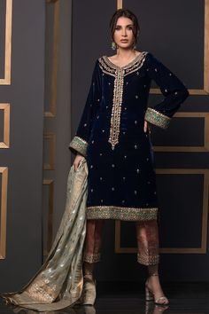 We offer latest high fashion women's Dresses. It includes Bridals dresses, Ready to Wear, Casual & many more. Velvet Pakistani Dress, Pakistani Formal Dresses, Pakistani Wedding Outfits, Pakistani Fashion Casual, Pakistani Dress Design, Indian Outfits, Indian Fashion, Indian Gowns, Pakistani Bridal