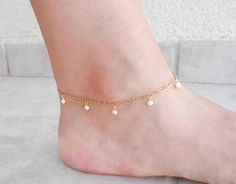 Gold anklet - SUMMER Sale Gold and pearl anklet, Gold anklets for women – Gold anklet Turquoise Jewelry, Gold Jewelry, Women Jewelry, Fashion Jewelry, Jewelry Logo, Jewellery, Fashion Accessories, Anklet Designs, Tatto Designs