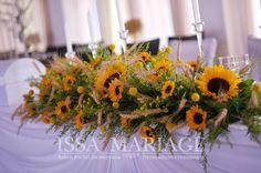 Aranjamente masa prezidiu cu floarea soarelui si suporti lumanari