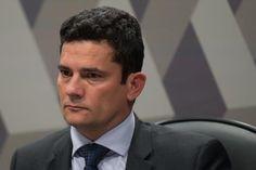 A denúncia apresentada pelo Ministério Público Federal (MPF) contra o ex-presidente Luiz Inácio Lula da Silva já está com o juiz Sérgio Moro, da 13ª Vara Federal Criminal, em Curitiba. Moro tem até cinco dias para decidir se acata a denúncia dos procuradores que integram a força-tarefa do MPF na Operação