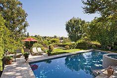 Naomi Watts's backyard pool