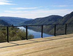 Terrassetakene som forlenger sommeren - Byggmakker.no Pergola, Deck, Cottage, Cabin, Mountains, Garden, Outdoor Decor, Nature, Travel