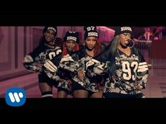 Missy Elliott ft. Pharell Williams - WTF (Where They From). Dança, surpresa, diversão, carisma: Missy é quase um gênero de clipe. Espetacular! (Dance moves, little surprises, huge fun and a lot of charisma: Missy is almost a genre of music video. Outstanding!) (dir.: Dave Meyers & Missy Elliott) (13/11)