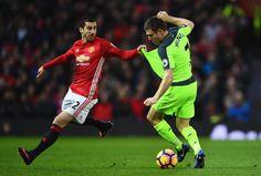De toma y dame Henrikh Mkhitaryan y James Milner, tal cual el resto del clásico entre el Manchester United FC y el Liverpool FC.