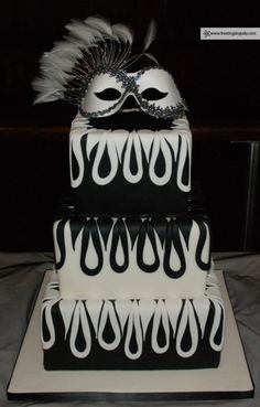 Maskerade Wedding Cake maybe with diffrent colors Masquerade Cakes, Masquerade Ball Party, Sweet 16 Masquerade, Masquerade Wedding, Masquerade Theme, Extravagant Wedding Cakes, Cake Decorating Supplies, Wedding Cakes With Flowers, Sweet 16 Parties