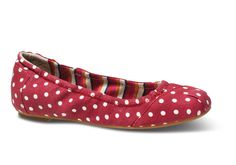 When polka dots meet linen, the ballet flat wins. With a soft woven cotton liner, you'll dance in comfort all season.