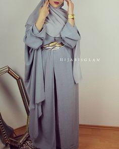 The leaf-belt makes my heart bump - check out: Esma Modest Fashion Hijab, Hijab Chic, Abaya Fashion, Fashion Outfits, Muslimah Clothing, Modest Dresses, Modest Outfits, Eid Outfits, Modest Clothing