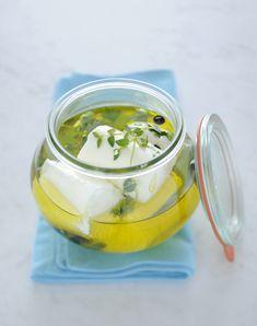 Caprini sott'olio alla menta : Scopri come preparare questa deliziosa ricetta. Facile, gustosa e adatta ad ogni occasione.