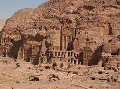 Viajes a Jordania un país lejano y exótico en el Oriente Medio. Jodania al oeste  limita con Palestina e Israel, en el norte con Siria, con Irak al noroeste, al suroeste con Arabia Saudita y con Egipto al sureste.  http://www.turismoenasia.com.ar/viajes-jordania.html