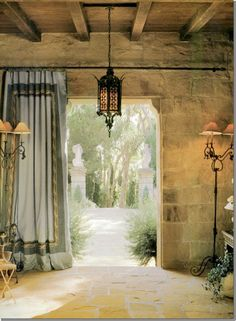 Looking back at the front entry off the motor court of Villa di Lemma – restored by the great John Saladino as his personal estate in Montecito, CA. Designed by Wallace Frost in the 1920s. Image via Cote De Texas