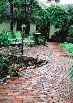 I like how the bricks move around the space, almost like they are a stream of water.  It flows well even though its a small space.  That's just what I'm looking for!