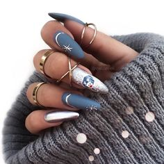 2019 Eye-Catching Christmas Nails Ideas - Page 2 of 3 - Vida Joven : 2019 Eye-Catching Christmas Nails Ideas - Page 2 of 3 - Vida Joven Cute Christmas Nails, Xmas Nails, Christmas Nail Art Designs, Winter Nail Designs, Holiday Nails, Red Nails, Winter Christmas, Seasonal Nails, Christmas Present Nail Art