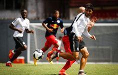 Com Patito inspirado, Santos vence jogo-treino contra o RB Brasil no CT