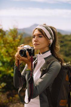 In der Natur gibt es so viel zu entdecken.                                                                                                          Pack dir deine Kamera ein, um deine Lieblingsmomente festzuhalten. #kamera #volvic Bags, Mineral Water, Minerals, Camera, Handbags, Bag, Totes, Hand Bags