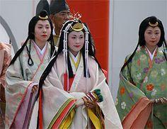 Women dressed in junihitoe