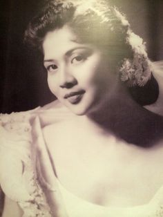 Imelda Marcos, who used her personality to charm various statesmen including Saddam Hussein Filipino Art, Filipino Culture, Ferdinand, People Power Revolution, Philippine Army, Sampaguita, President Of The Philippines, Filipina Beauty, Filipiniana