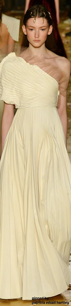 Valentino Couture Spring 2016 women fashion outfit clothing style apparel @roressclothes closet ideas