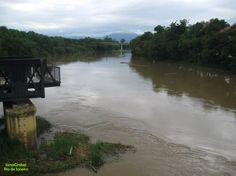 https://flic.kr/p/GrZ2RT | Rio | Rio Paraíba do Sul cruzando o centro da cidade de Guaratinguetá - SP.