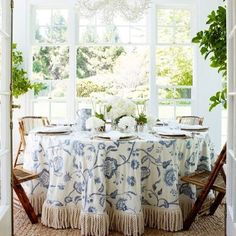 I'm with @kaycehughes ..... I see a beautiful round table cloth in my future! Thanks @aerin for the friendly reminder that tablecloths never really go out of style #classic #tablecloth #currentlycraving #sundayvibes