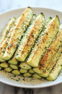 Zucchini Sticks, Zucchini Chips, Hamburger Toppings, Greek Diet, Oven Roast, Evening Meals, Calories, Greek Recipes, Quick Recipes