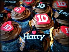 One Direction cupcakes. I need these for my birthday!!!