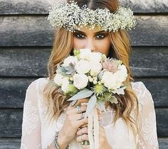 Corona flores blancas, nubes :3
